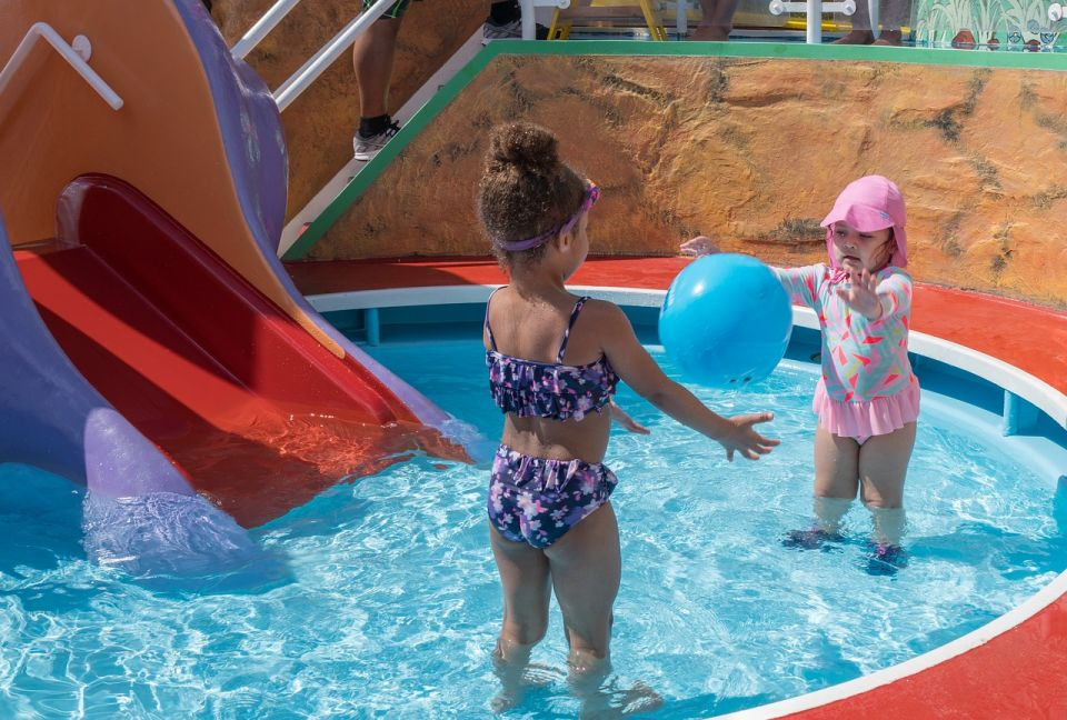 Top 5 Games to Play in the Swimming Pool with Your Children